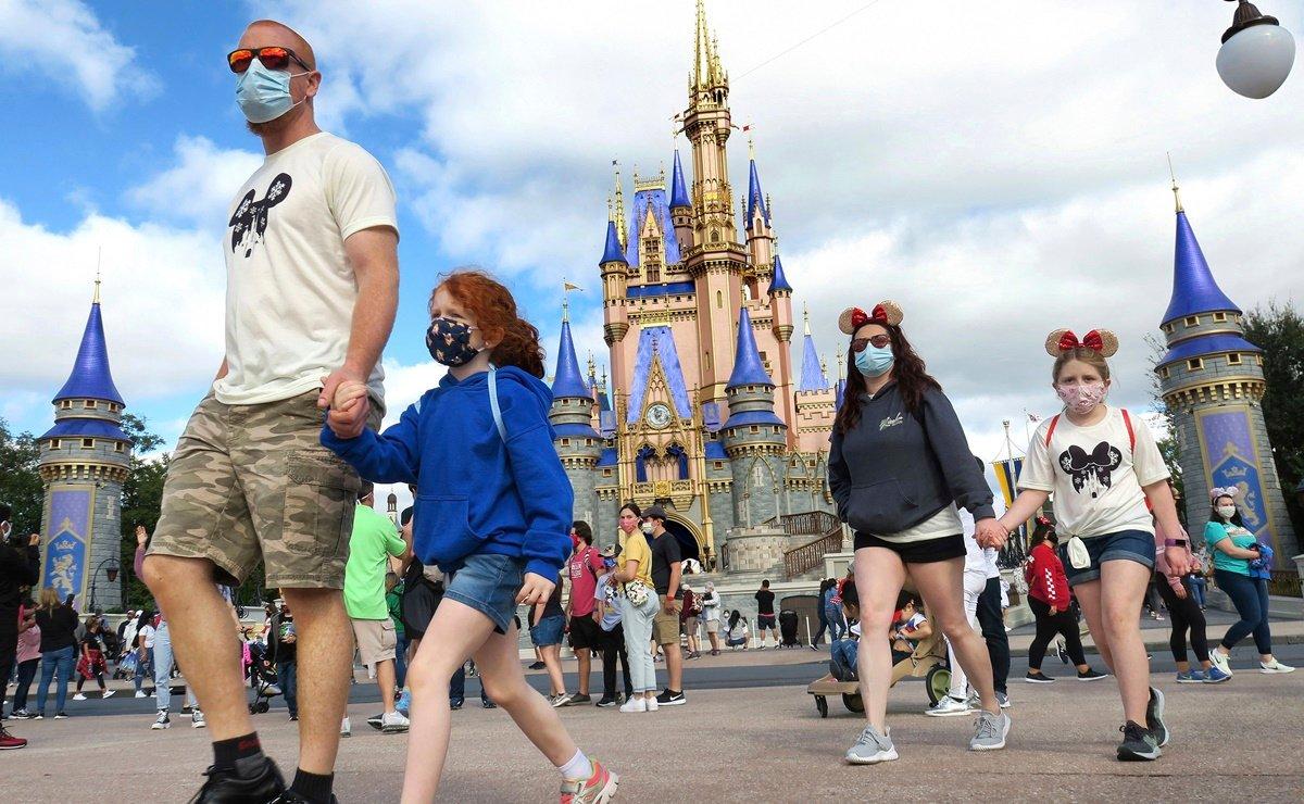 Abre sus puertas Disneyland de California