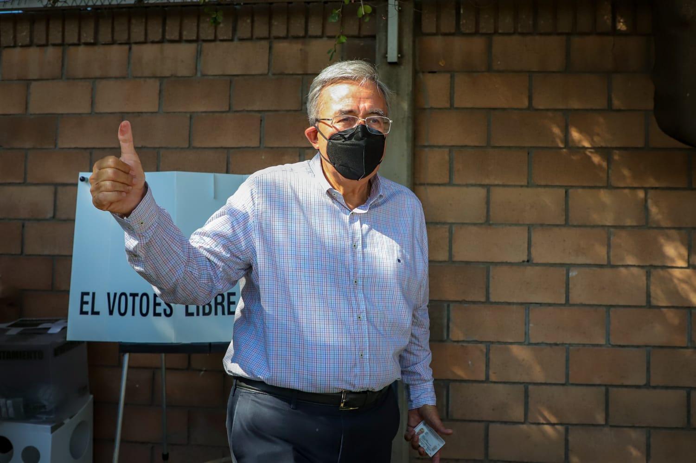 Rubén Rocha Moya acude a votar