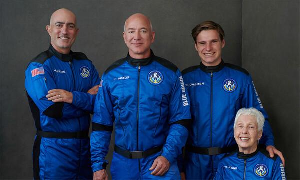 Jeff Bezos, dueño de Amazon, viaja al espacio por 10 minutos