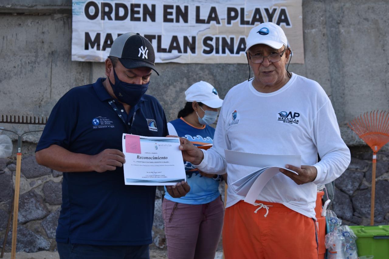 Colabora JUMAPAM y Operadora y Administradora de Playas de Mazatlán en limpieza de playas