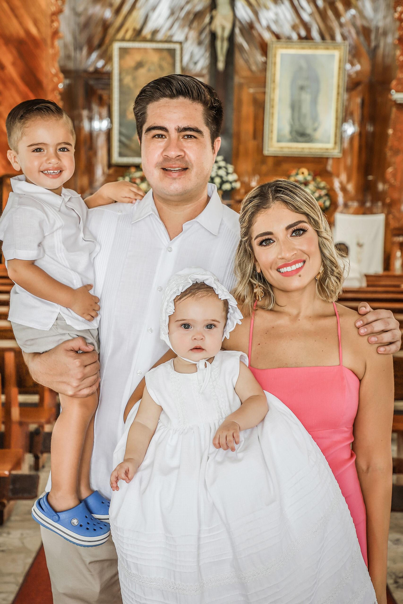 Julia recibe el bautismo